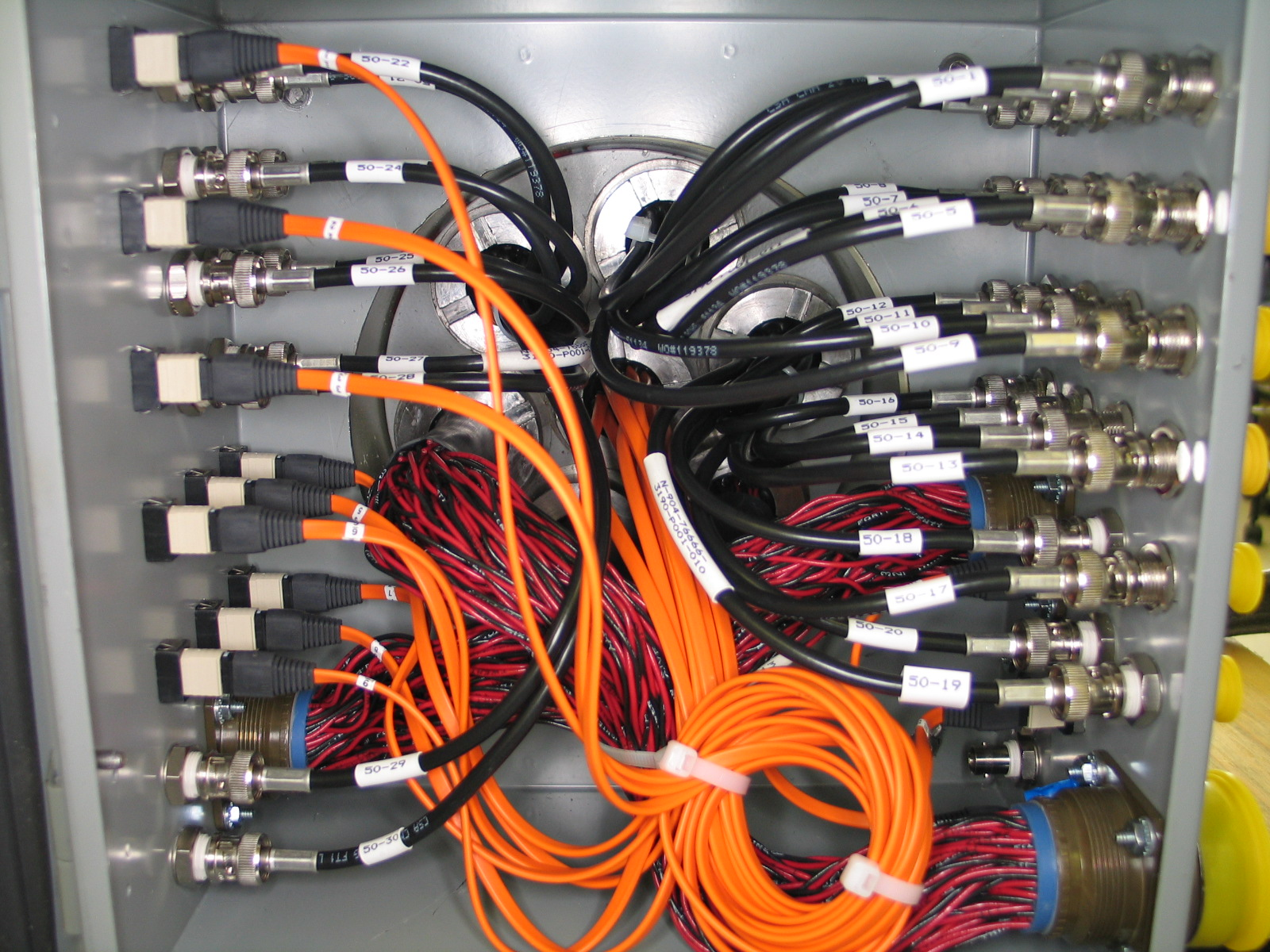 (Español) Conectores y Cables